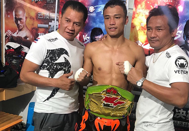 Glory Kampioen Sittichai slaat Chinese Legende Yi Long knock out