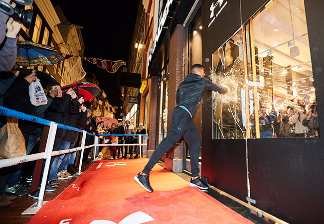 Anthony Joshua opent Under Armour Flagship Store Amsterdam