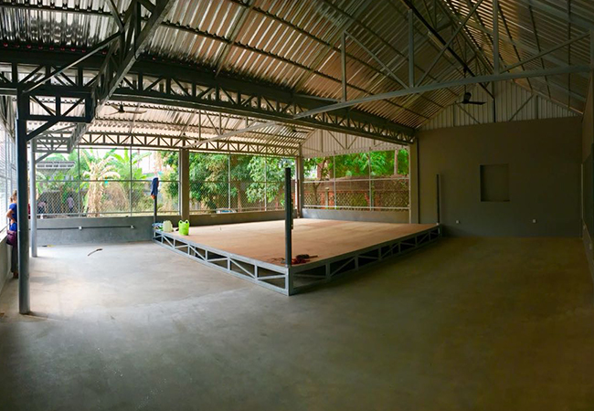 Ernesto Hoost opent Kingdom Fight Gym in Cambodja