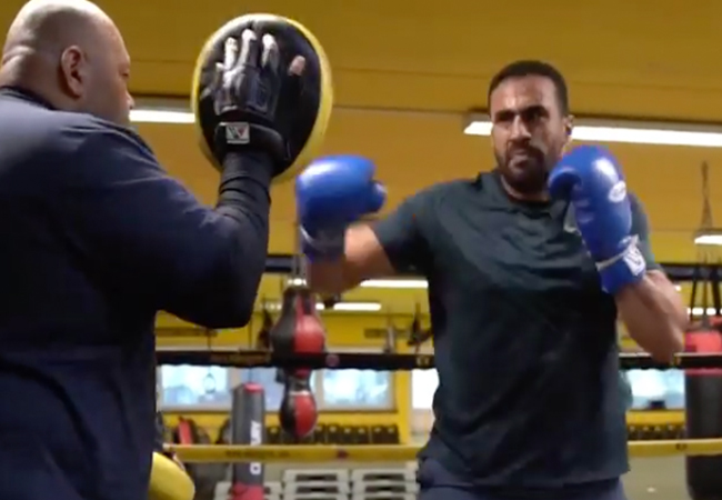 Badr Hari terug in training bij Mike's gym